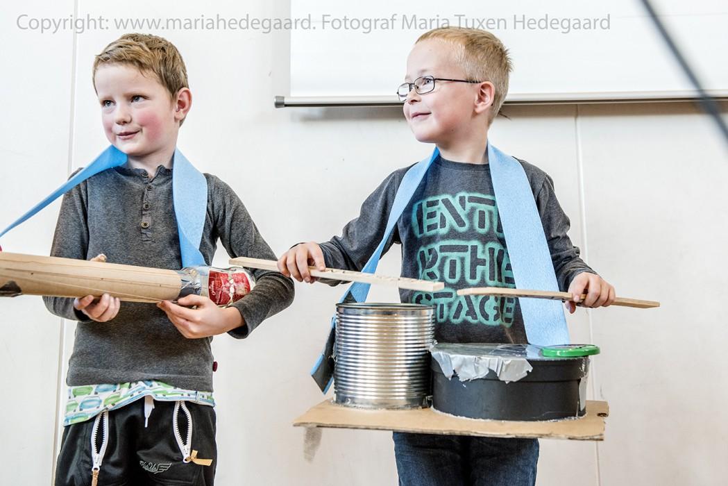 Billund Builds Music temauge på Filskov Friskole. Eleverne skal bygge deres egne instrumenter af mælkekartoner, rør, mælkekartoner og hvad de ellers kan finde at bruge. Bagefter laver de koncert for hinanden. (Fotograferet til Capital of children)